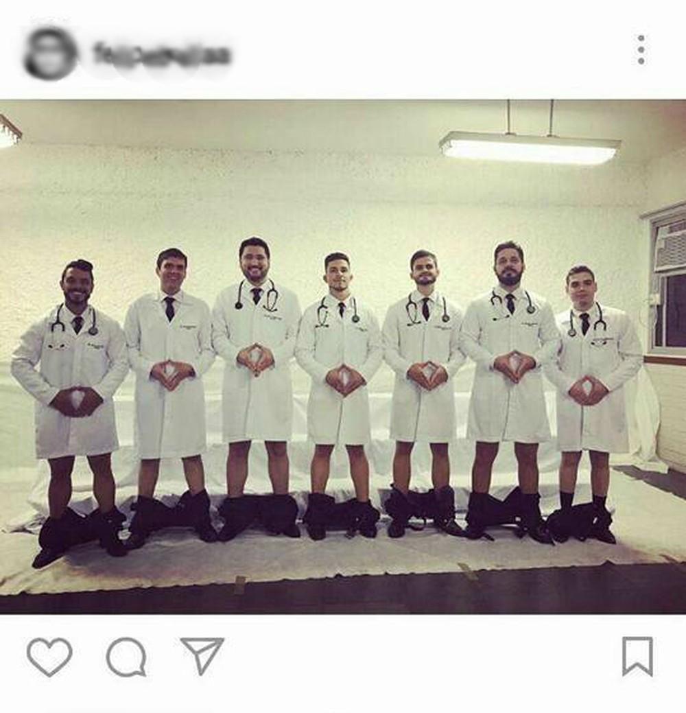 Alunos de medicina fazem foto com calças abaixadas e faculdade abresindicância