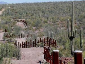 Justiça dos EUA recebe primeira ação contra muro na fronteira com oMéxico