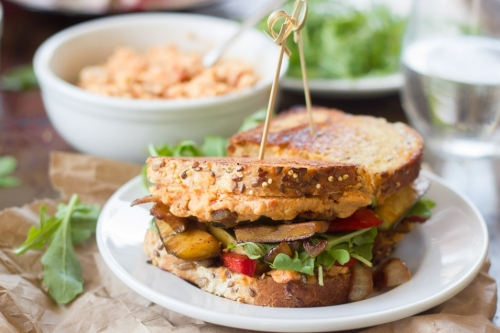 Sanduíche de Vegetais com Homus de Tomate Seco (vegana)