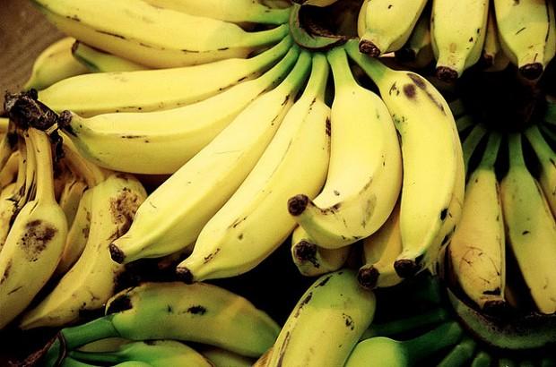 Turca de 16 anos transforma casca de banana embioplástico