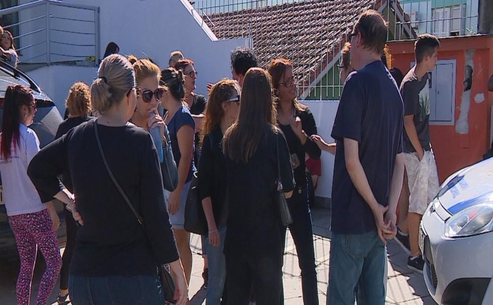 Ativistas protestam e prefeitura volta atrás sobre eutanásia de cães com suspeita de leishmaniose em PortoAlegre