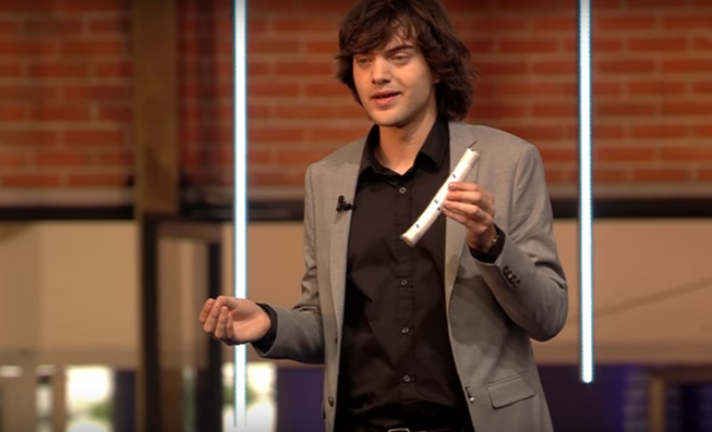 Jovem que inventou sistema para tirar plásticos do oceano está prestes a lançar seuproduto