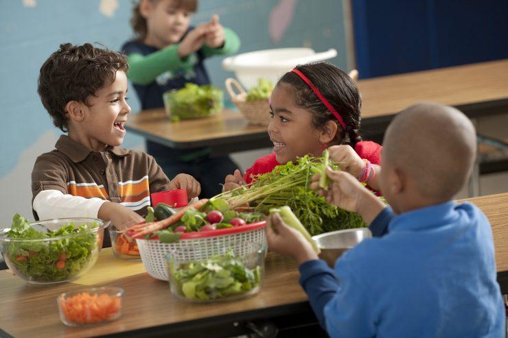 children-eating-healthy-740x493